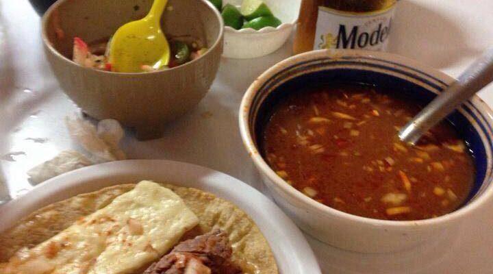 ¡Gánate una deliciosa cena de Birria o Pozole para dos, cortesía de La Perla Tapatía y Mother of Gastronomy!