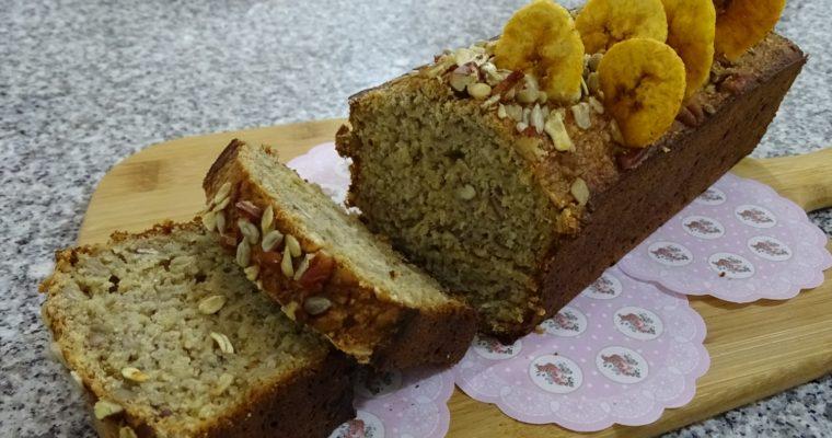 Exquisito panqué de Avena y plátano, tropiezos crujientes y un toque de miel.