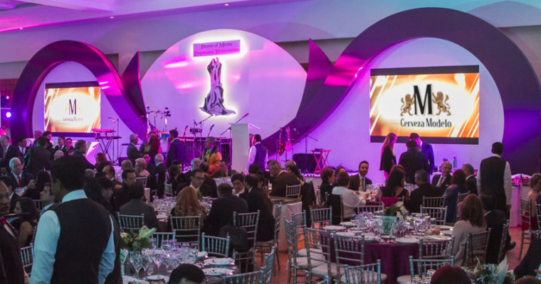 Cerveza Modelo Ámbar y los mejores restauranteros de México celebran el Premio CANIRAC a lo más destacado de la Industria.